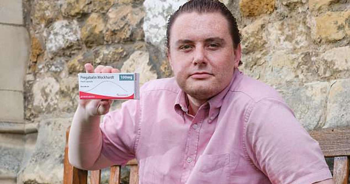 This Guy Claims That His Painkillers 'Turned Him Gay'